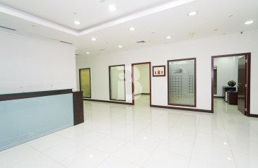 4,500 Sq Ft, Office To Rent in Churchill Towers, Business Bay, Dubai - Large furnished office | Churchill Executive | Business Bay