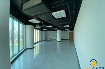 1,002 Sq Ft, Office To Rent in Damac Business Tower, Business Bay, Dubai - fitted office lake views damac business tower
