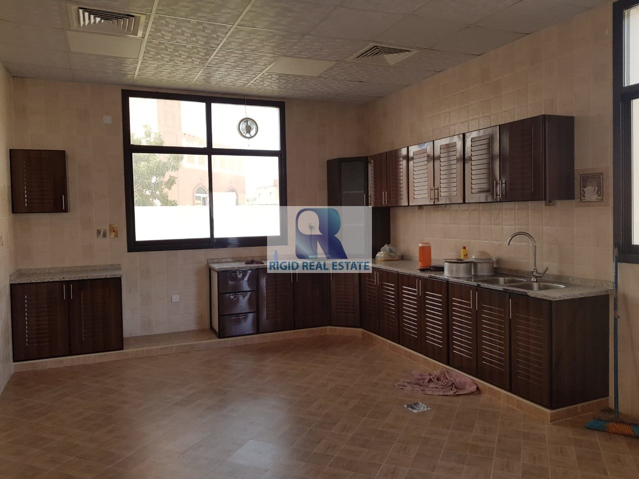 Super 4 Bhk Villa With Maid Room For Rent In Al Barsha 3