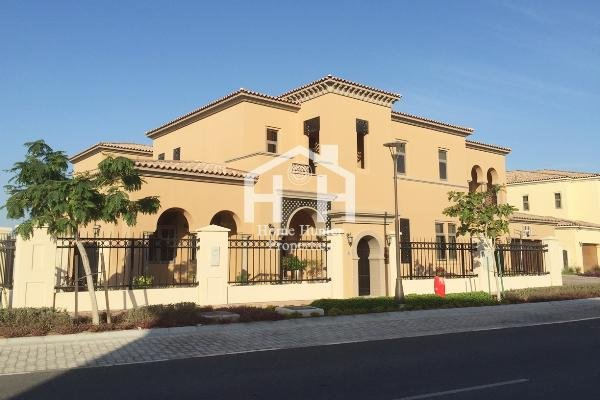 Great Offer, 5 Bedrooms Villa, Move Now