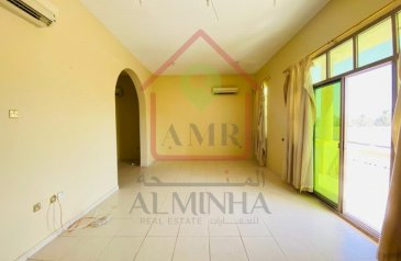 Commercial Building To Rent in Asharej, Al Ain - Commercial Building | First Floor | ON Main Road