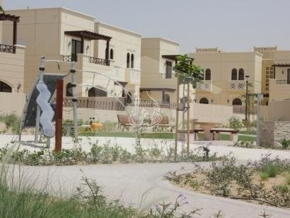 Beautiful Park Facing 4bdr Middle Unit In Naseem.