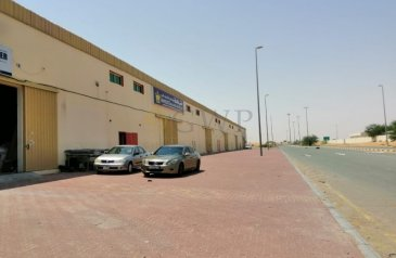 Ready to Move in, 3,931 Sq Ft Warehouse To Rent in Emirates Modern Industrial, Umm al Quwain - BEST LOCATION BEST PRICE EASY ACCESS MAIN ROAD AVAILABLE