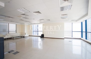 905 Sq Ft, Office To Rent in Jumeirah Bay X2, Jumeirah Lakes Towers - JLT, Dubai - Fully Fitted | Mid Floor | Lake Views