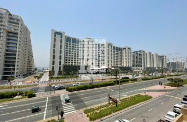 One Bedroom, Two Bathroom, Apartment For Sale in Golden Mile 7, The Palm Jumeirah, Dubai - Above Mall | Next To Park | Super Spacious