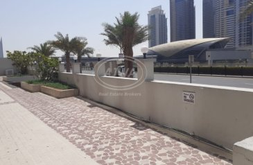 Existing 1,155 Sq Ft, Retail Space For Sale in Marina Diamond 4, Dubai Marina, Dubai - DUBAI MARINA - Retail Shop Facing Sheikh Road Prime Location Best for Pharmacy