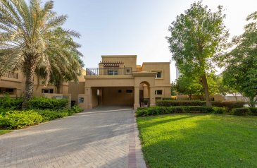 Four Bedroom, Five Bathroom, Villa To Rent in Emirates Hills Second, Dubai - 4 Bed + Maids   Private Pool   Golf Club Access