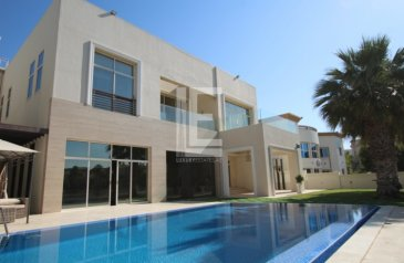 Six Bedroom, 8 Bathroom, Villa For Sale in Emirates Hills, Dubai - Immaculate Villa I Stunning Lake View I Private Pool