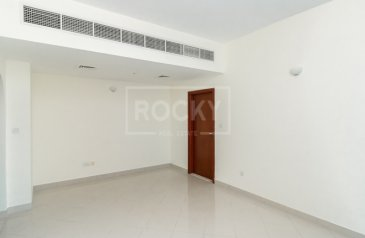 One Bedroom, Two Bathroom, Apartment For Sale in Hub-Golf Towers, Dubai Sports City (DSC), Dubai - Exclusive | Road and Full Canal View | Sports City