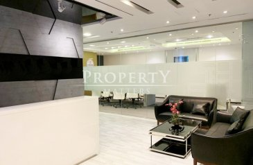 4,261 Sq Ft, Office For Sale in Bay Square, Business Bay, Dubai - Fully Fitted & Furnished & 11 Parking for sale!!!