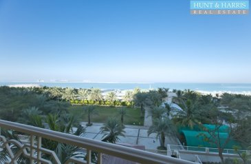 One Bedroom, One Bathroom, Hotel Apartment To Rent in Palace Hotel, Al Hamra Village, Ras al Khaimah - Convenient Location - 2 Minutes Walk to the Beach and Golf Course