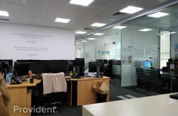 3,032 Sq Ft, Office To Rent in Daman Tower, Dubai International Financial Centre ( DIFC), Dubai - Reduced Price, Huge Fully Fitted Office, Vacant