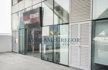 Ready to Move in Good Condition, 945 Sq Ft, Retail Space To Rent in Bayswater Tower, Business Bay, Dubai - Fully Equipped Restaurant at the Creek