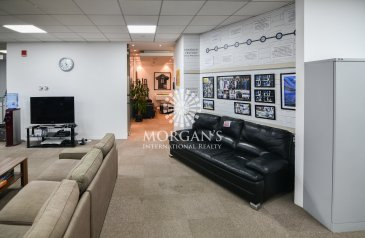 4,654 Sq Ft, Office To Rent in Emaar Square, Downtown Dubai, Dubai - Grand and Spacious office for rent EMAAR