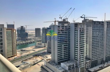 Two Bedroom, Three Bathroom, Apartment For Sale in Downtown Dubai, Dubai - High Floor|Water Canal View|Vacant