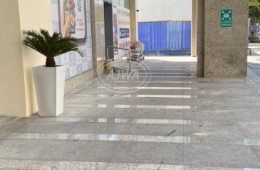 Existing 3,613 Sq Ft, Retail Space For Sale in Bahwan Tower, Downtown Dubai, Dubai - Urgent Sale - Retail shop with 9% + ROI in down town
