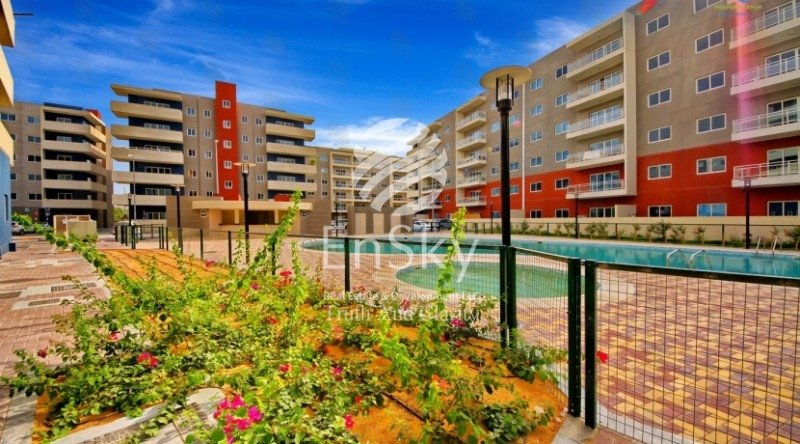 Ground Floor Big Size Unit For Sale In Reef!