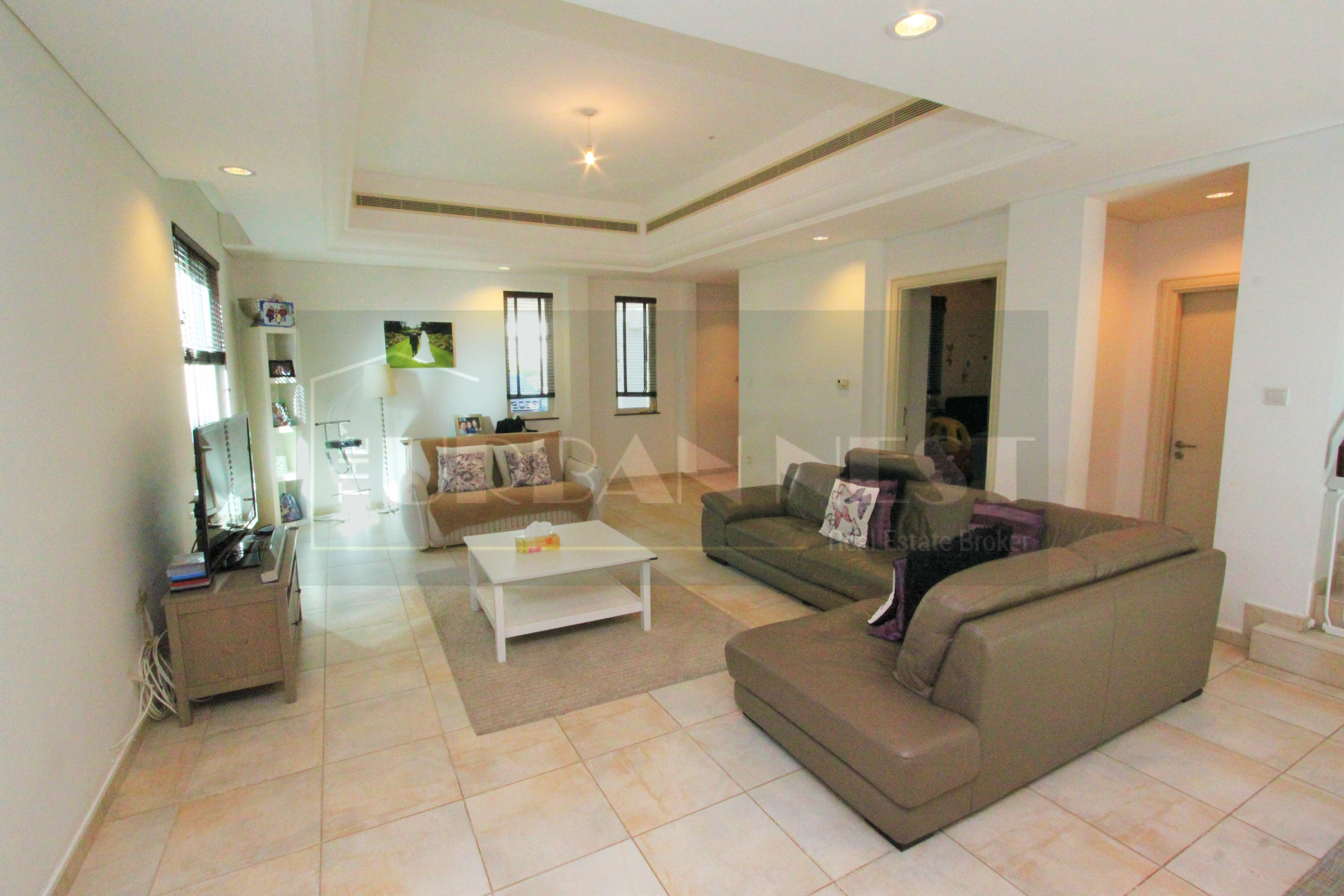 Immaculate Townhouse For Sale In Oliva..