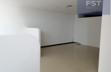 1,628 Sq Ft, Office To Rent in Bay Square 7, Business Bay, Dubai - Fully Fitted Office| Partitions| Low Floor