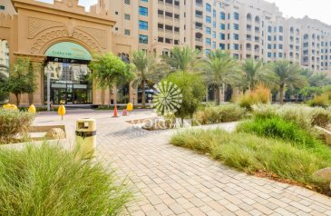 Two Bedroom, Three Bathroom, Apartment To Rent in Golden Mile 8, The Palm Jumeirah, Dubai - Western Style - Next To Mall - Very Spacious