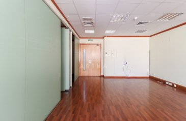 1,035 Sq Ft, Office To Rent in Al Quoz 1, Dubai - Ready Office with Partitions and Pantry Near Metro