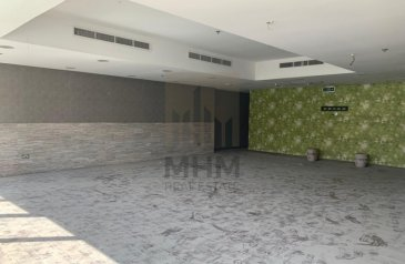 Ready to Move in Good Condition, 2,770 Sq Ft, Shop To Rent in Marina Tower, Dubai Marina, Dubai - Marina Walk| Small unit| Restaurant with kitchen Equipment and Furniture
