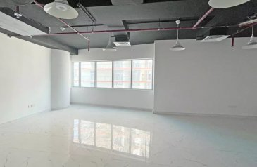 532 Sq Ft, Office For Sale in Business Tower, Business Bay, Dubai - Vacant   Fitted Office   2 Parking   Mid Floor
