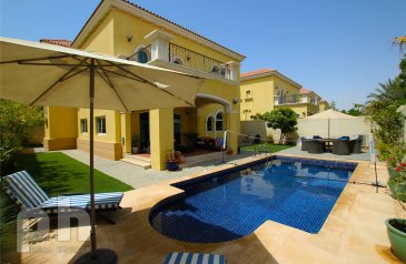 Three Bedroom, Three Bathroom, Villa For Sale in Legacy, Jumeirah Park, Dubai - Private Pool | Vacant On Transfer | District 7