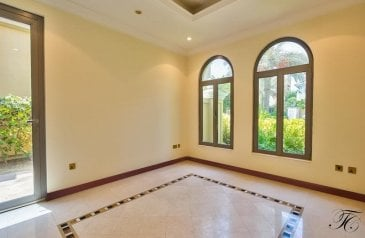 Five Bedroom, Six Bathroom, Villa To Rent in Frond D - Al Barhi, The Palm Jumeirah, Dubai - Ready to Move-in | Frond D | Stunning Villa | Must see!