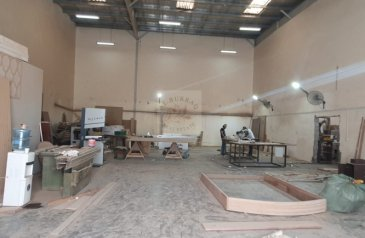 Factory To Rent in Muwailih Commercial, Sharjah - READY WORKING FACTORY FOR LEASE AND SALE OF ITEMS